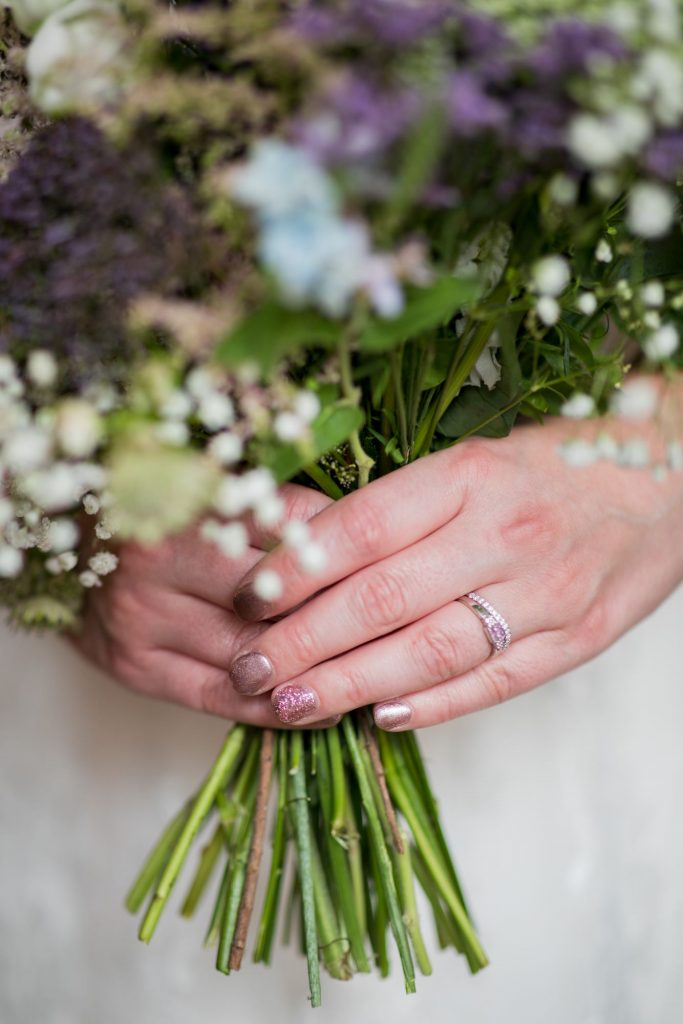 brides floral bouquet broad face pub reception abingdon oxfordshire wedding photography