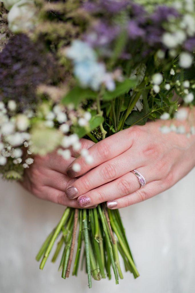 brides floral bouquet broad face pub reception abingdon oxfordshire wedding photography
