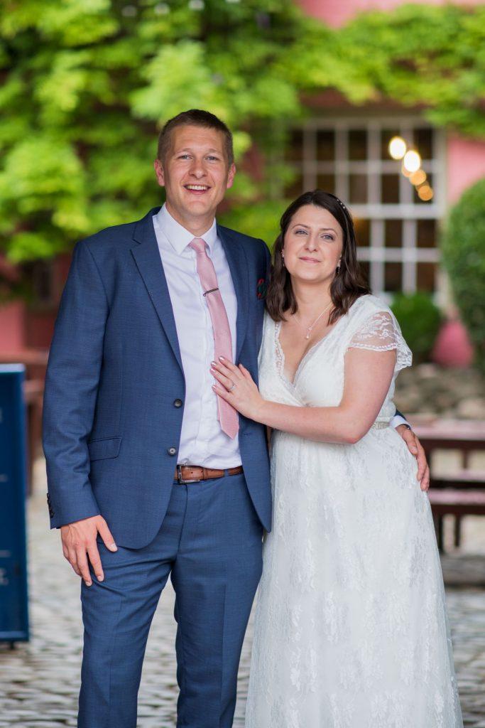 bride groom formal portrait crown thistle pub garden abingdon oxfordshire wedding photography