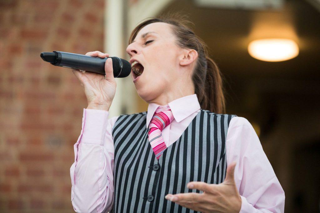 singing waitress entertains kilworth house hotel orangery north kilworth leicestershire oxford wedding photography
