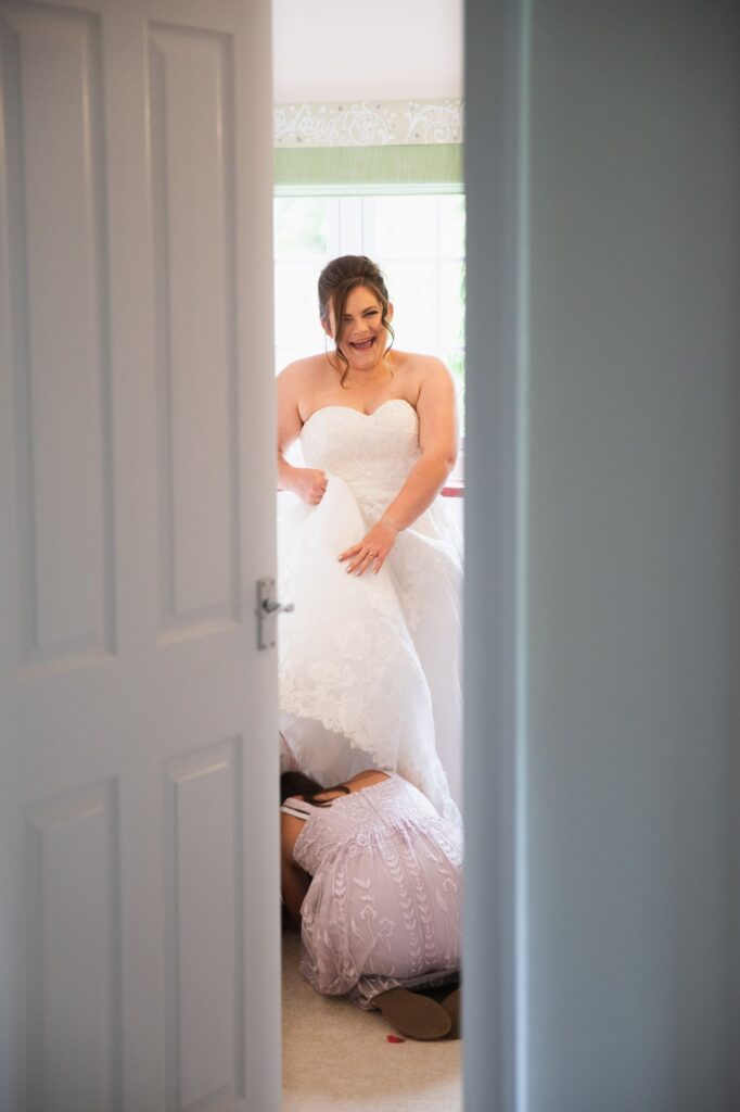 laughing bride bridal prep streatley oxfordshire wedding photographer