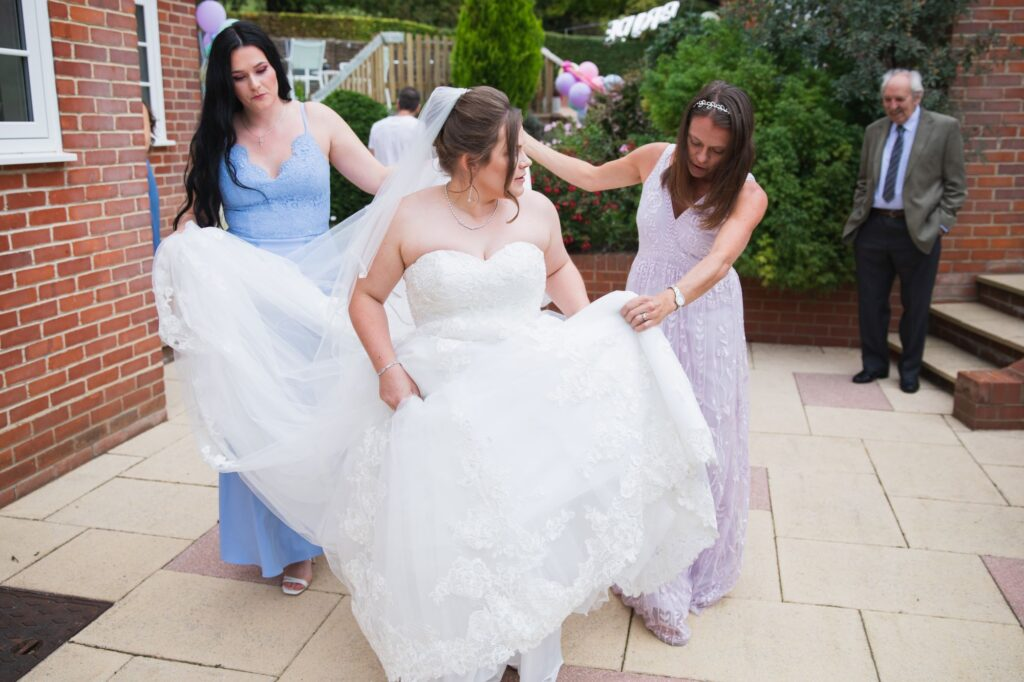bridesmaid lift brides dress bridal prep streatleyoxfordshires wedding photographers