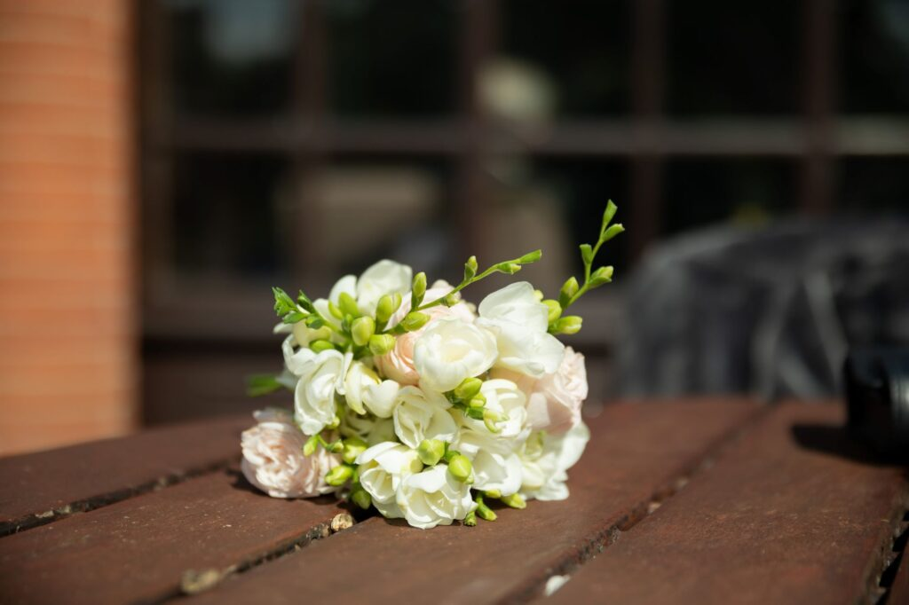 floral table decoration milton hill house steventon oxfordshire wedding photography