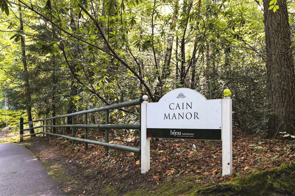 entrance sign cain manor hampshire surrey border oxford wedding photographer