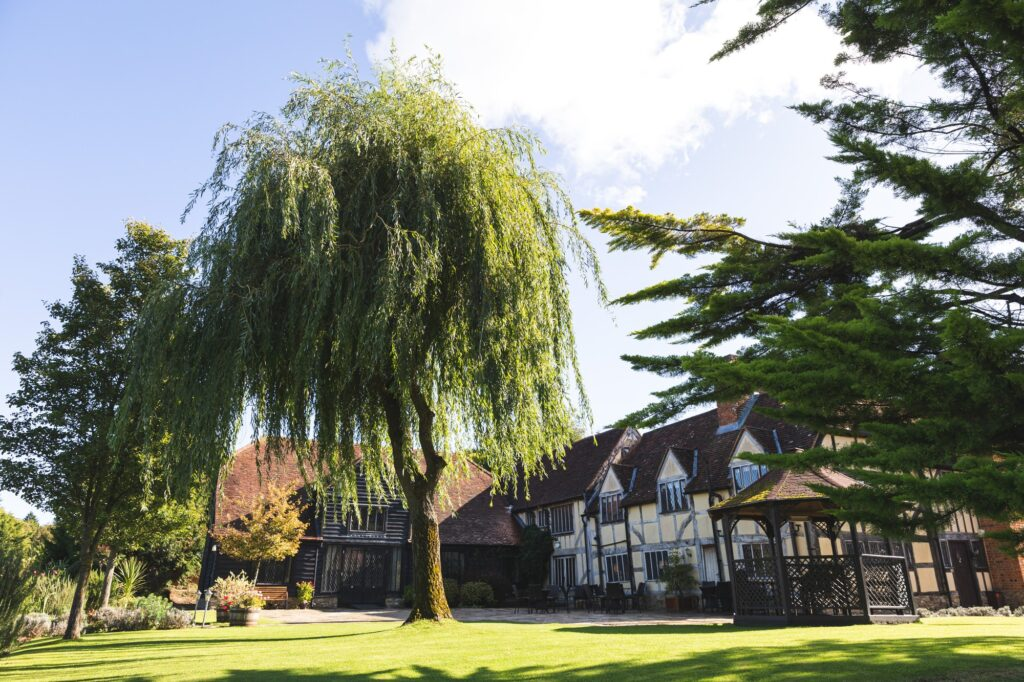 garden terrace cain manor hampshire surrey borders oxfordshire wedding photographer