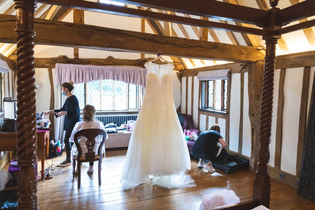 brides prep bridal suite cain manor surrey hampshire borders oxford wedding photography