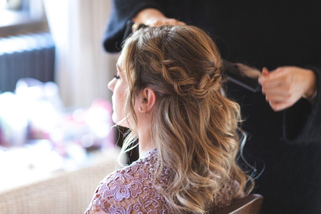 bridesmaid hair styling bride prep cain manor venue surrey oxfordshire wedding photographers