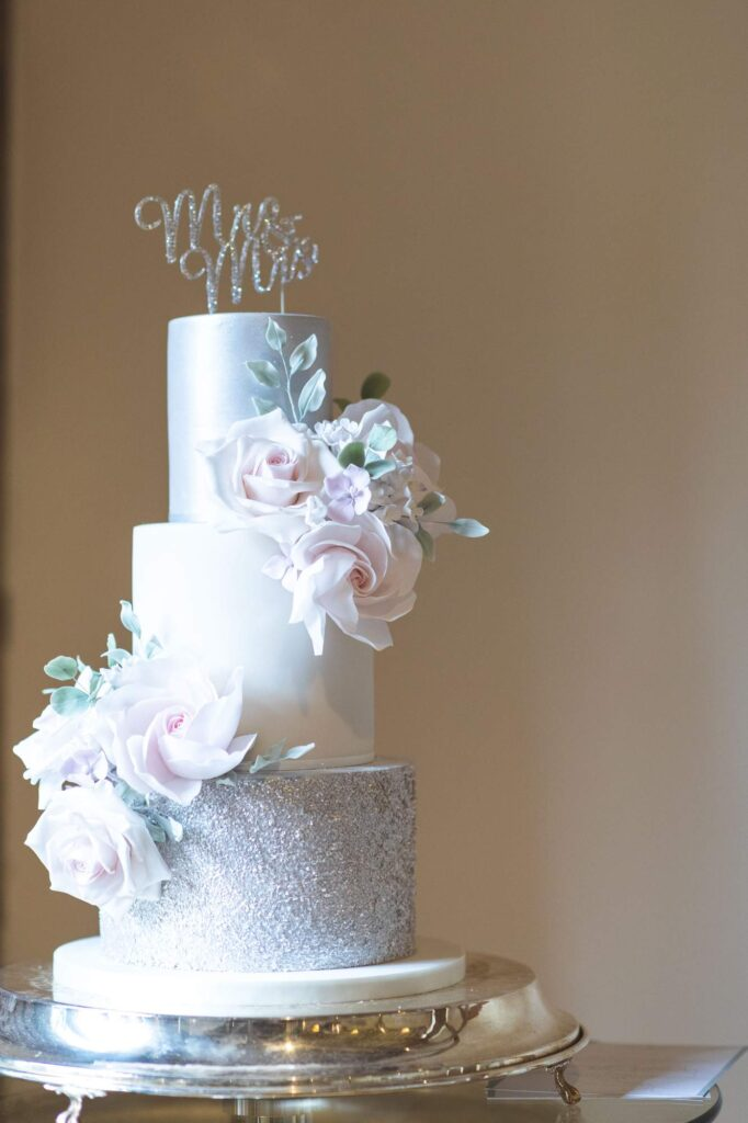 wedding cake cain manor venue hampshire surrey borders oxford wedding photography