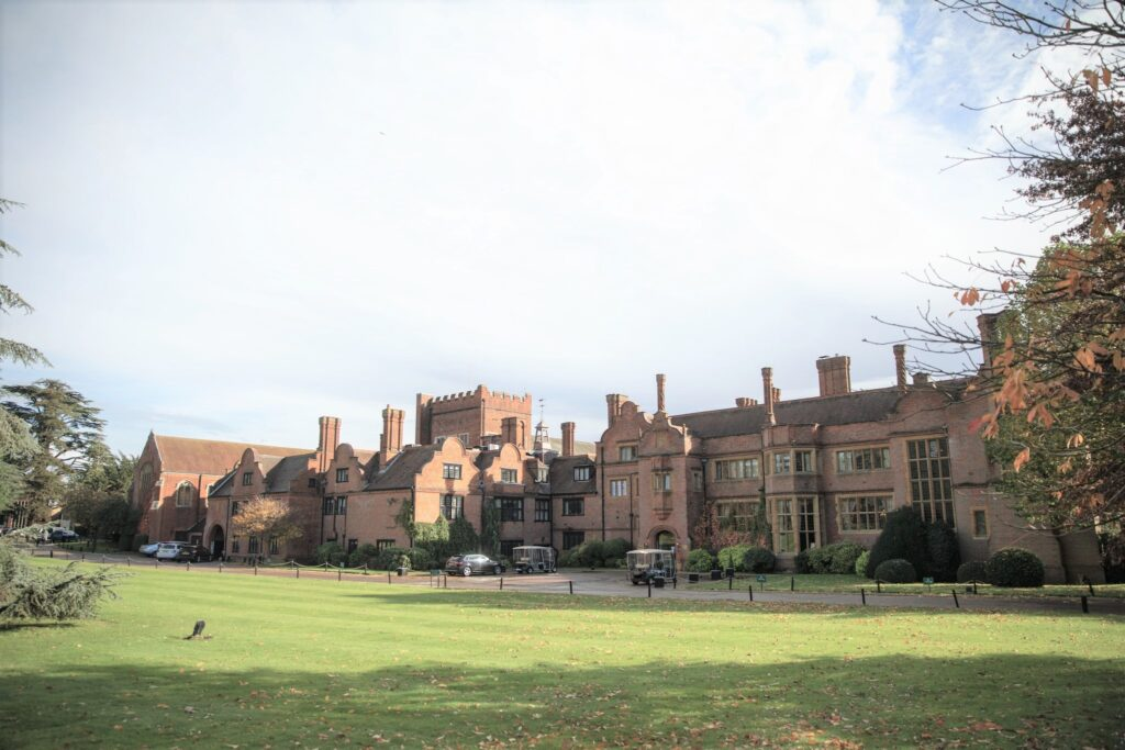 hanbury manor facade ware hertfordshire oxfordshire wedding photographers