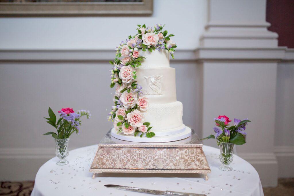 wedding cake de vere beaumont hotel windsor oxfordshire wedding photographers
