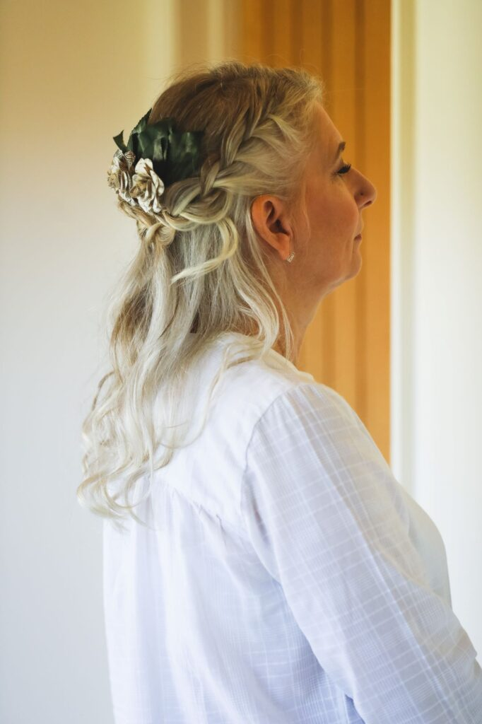 mother of bride hairstyling bridal prep caswell house venue oxfordshire wedding photographer