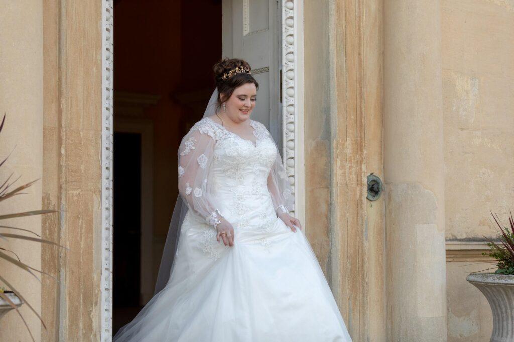 bride leaves danson house registry office bexleyheath london oxfordshire wedding photographers