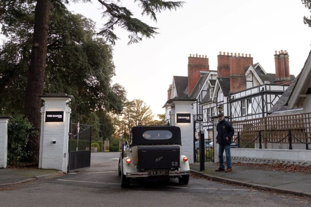 bridal car enters the manor at bickley grounds bromley oxfordshire wedding photography
