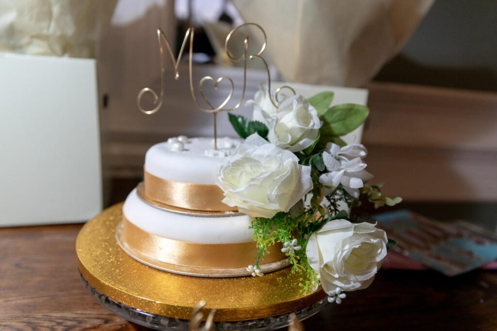 wedding cake the manor at bickley bromley oxfordshire wedding photography