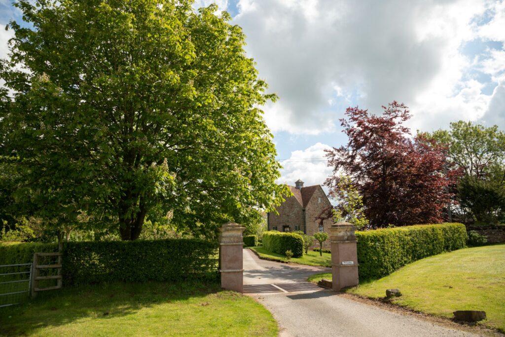 pauntley court gloucester entrance driveway oxford wedding photographer