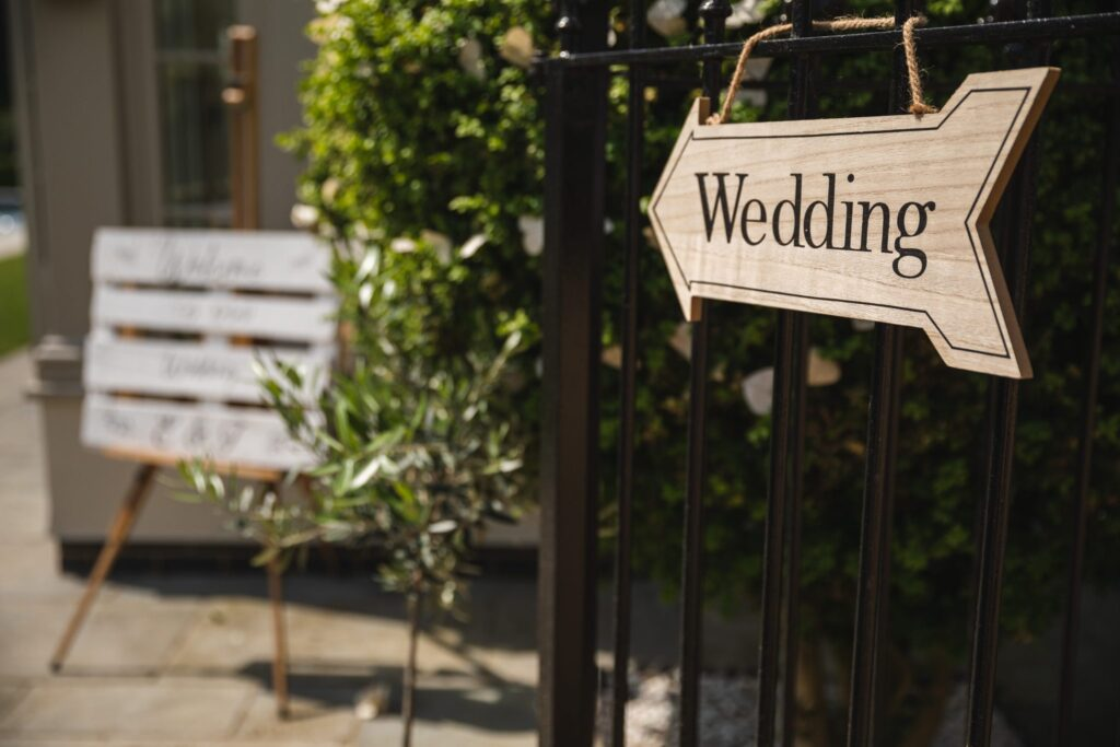 02 wood wedding signage winkfield windsor private home berkshire oxford wedding photography