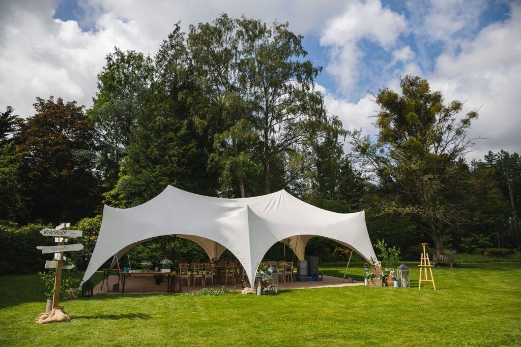 04 wedding marquee winkfield windsor private home wedding event berkshire oxfordshire wedding photographer