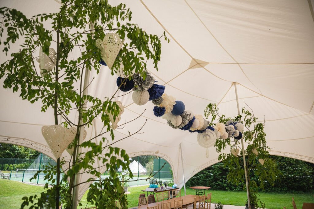 08 wedding marquee floral arrangements winkfield windsor private home event berkshire oxford wedding photographers