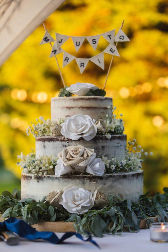 109 just married wedding cake winkfield berkshire oxford wedding photographers