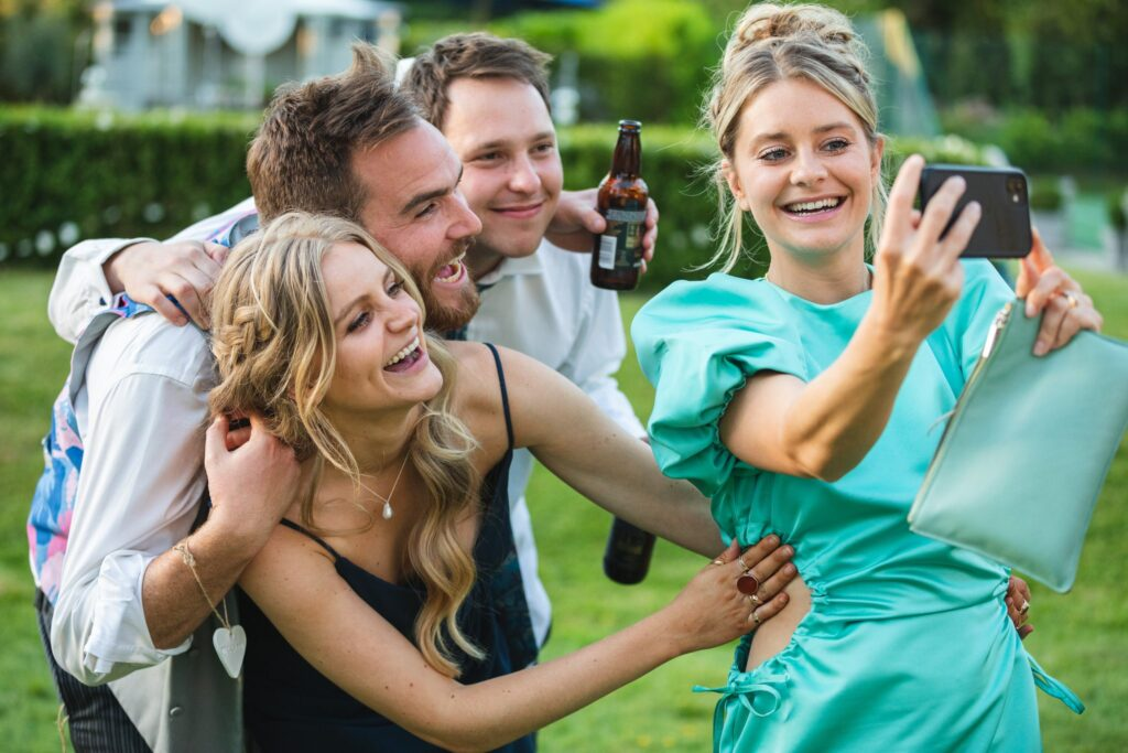 113 reception guests take selfie winkfield berkshire oxfordshire wedding photography