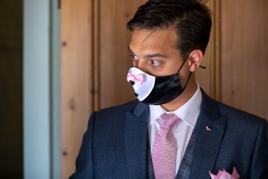 24 groom wear face mask groomsmens prep pauntley court gloucester oxfordshire wedding photography