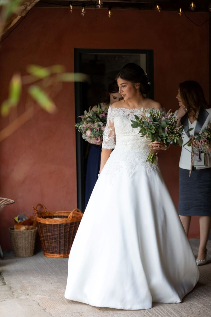 33 bride carries bouquet to ceremony pauntley court gloucester oxford wedding photography
