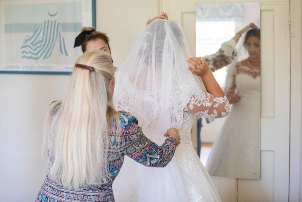 48 brides veil fitted bridal prep winkfield berkshire oxford wedding photographers