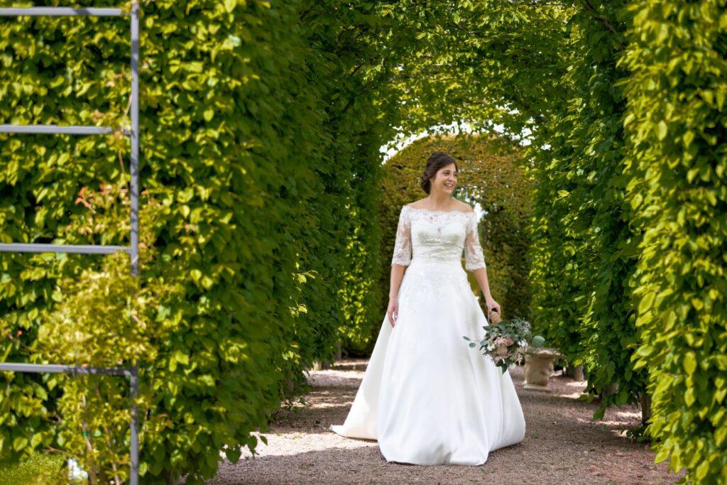 72 bride holds bouquet pauntley court beech grove gloucestershire oxfordshire wedding photography