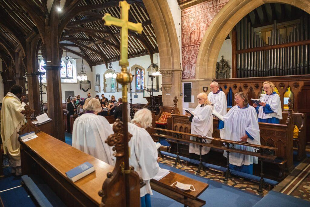 76 choir sings st marys church ceremony winkfield berkshire oxford wedding photography