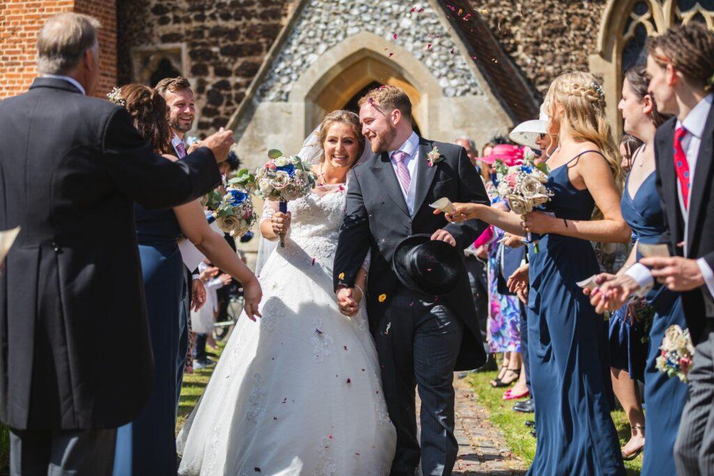 81 bride grooms confetti shower st marys church winkfield berkshire oxfordshire wedding photographer