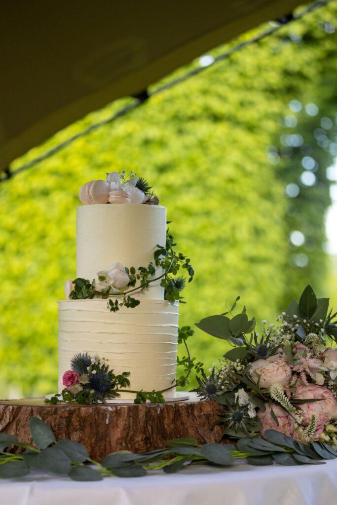 91 wedding cake pauntley court reception gloucester oxfordshire wedding photography