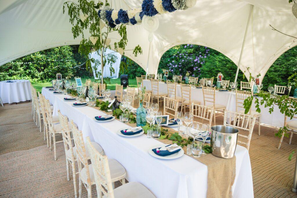 91 wedding marquee table arrangement winkfield berkshire oxford wedding photographer