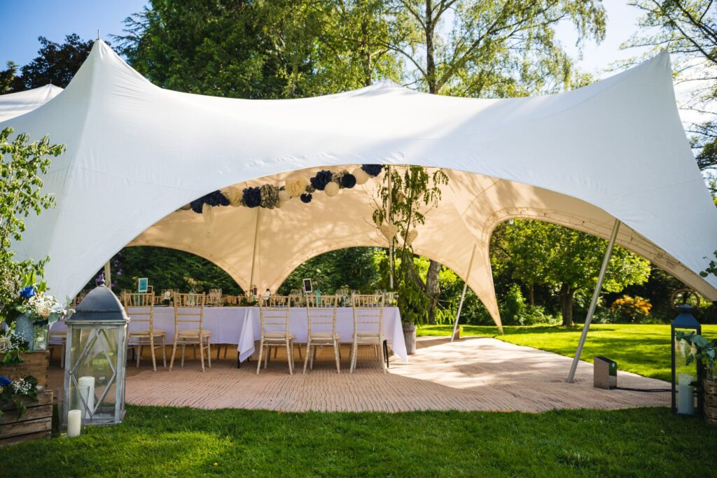 93 winkfield garden wedding breakfast marquee berkshire oxford wedding photography